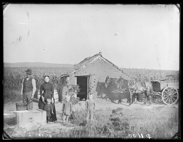 Unidentified family, West Union, Nebraska, 1886 [RG2608.PH1100]