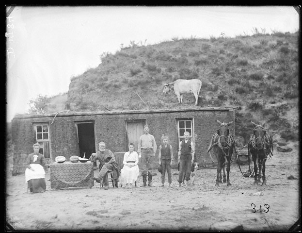 Sylvester Rawding sod house, north of Sargent, Custer County, Nebraska, 1886 [RG2608.PH1784]