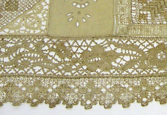 Table runner detail 7144-203