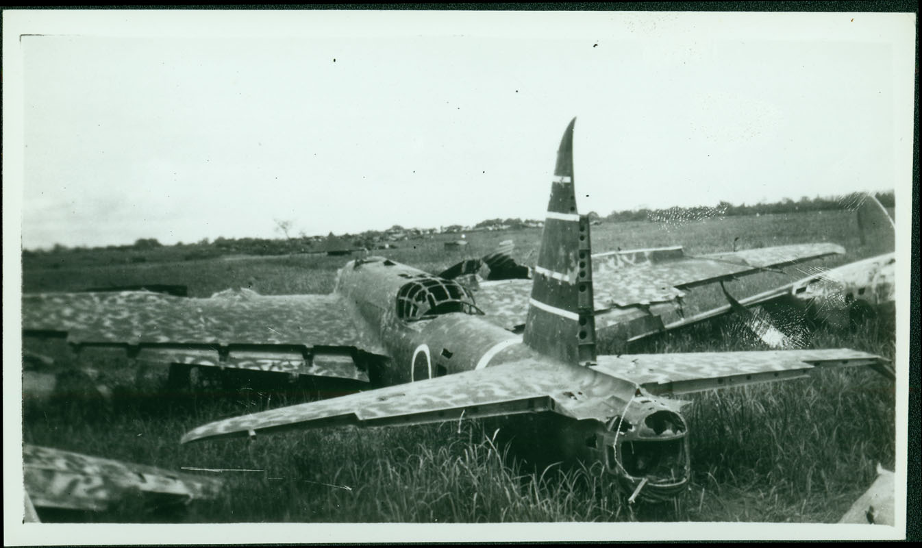 Wrecked Japanese plane [RG5841-8-13]