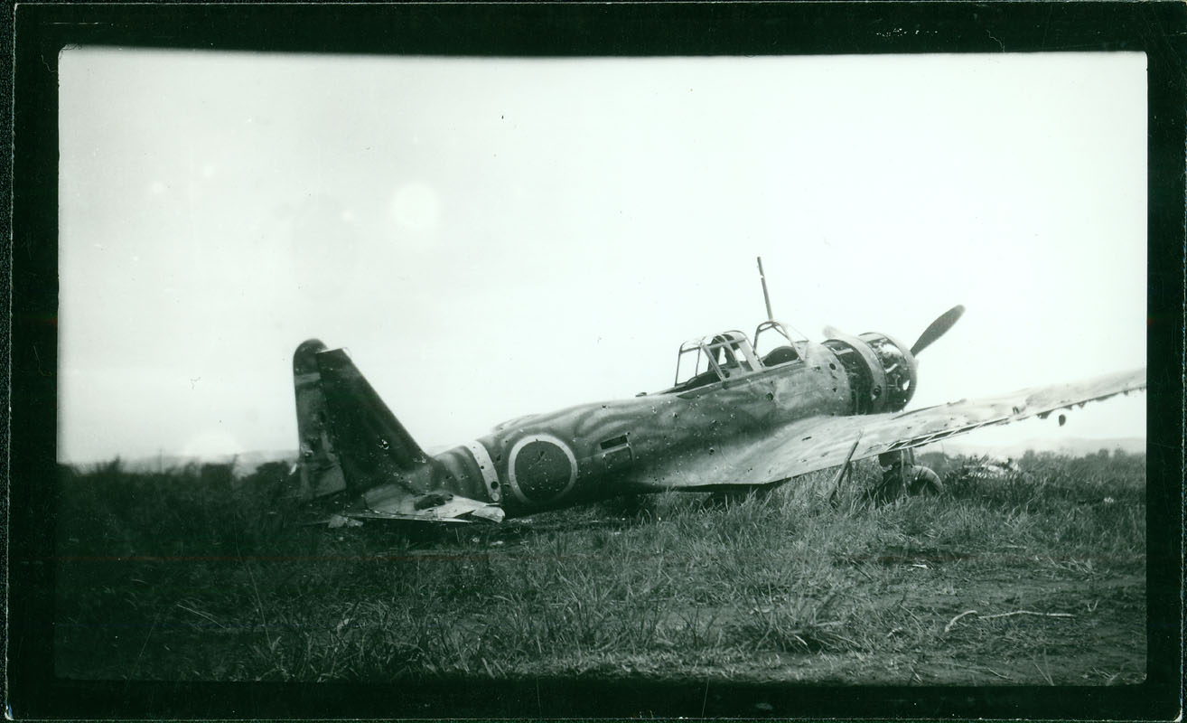 Wrecked Japanese plane [RG5841-8-6]