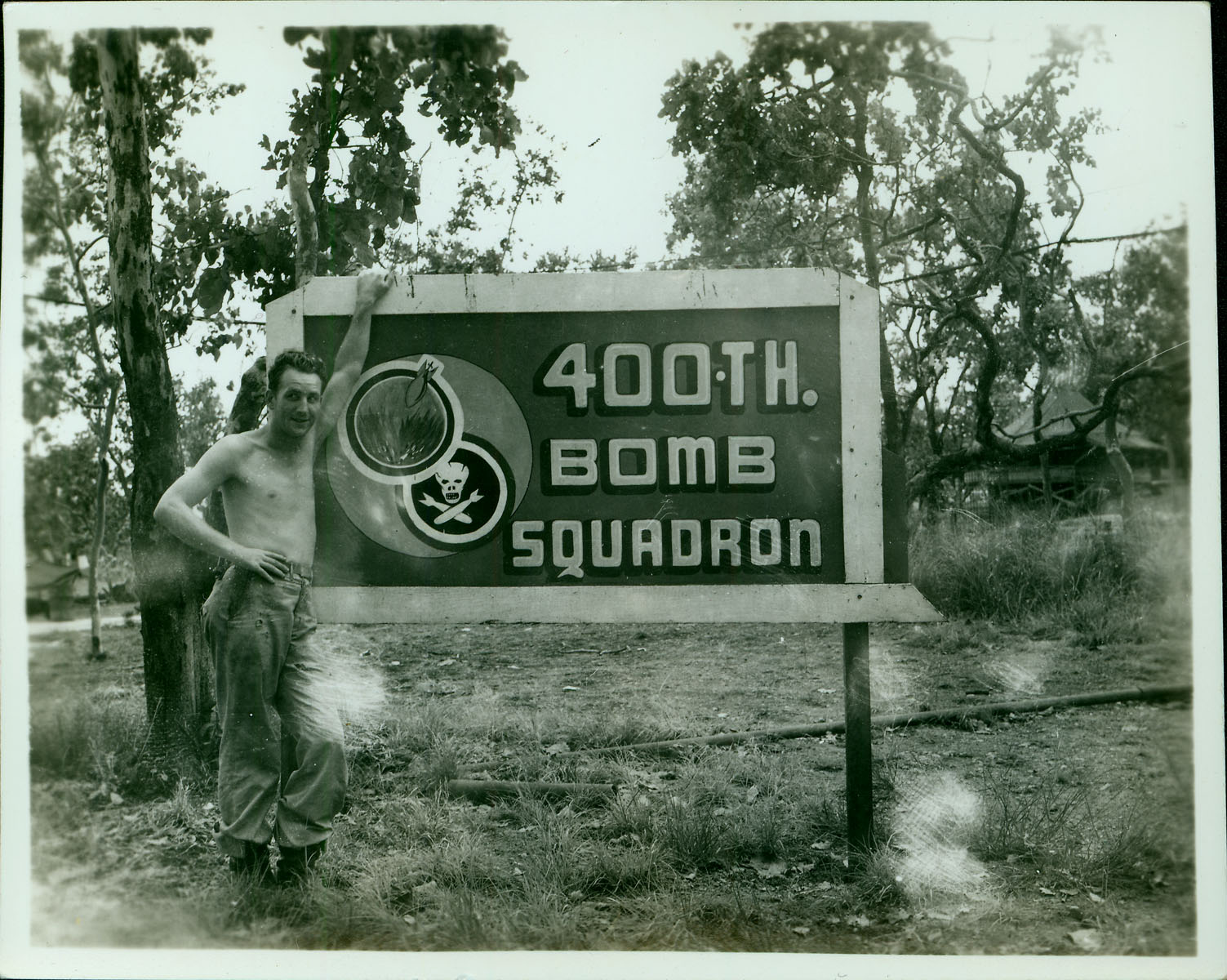 400th Bomb Squadron sign [RG5841-9-4]