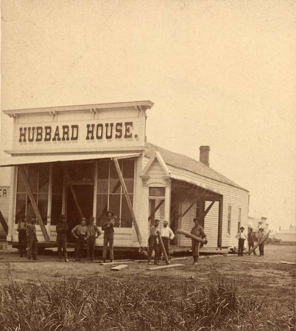 Moving Hubbard House at Niobrara, 1881 (RG2118.PH5-18)