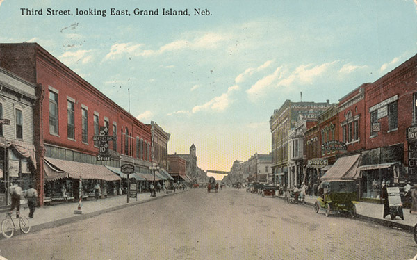 1915 Grand Island postcard - view down 3rd Street