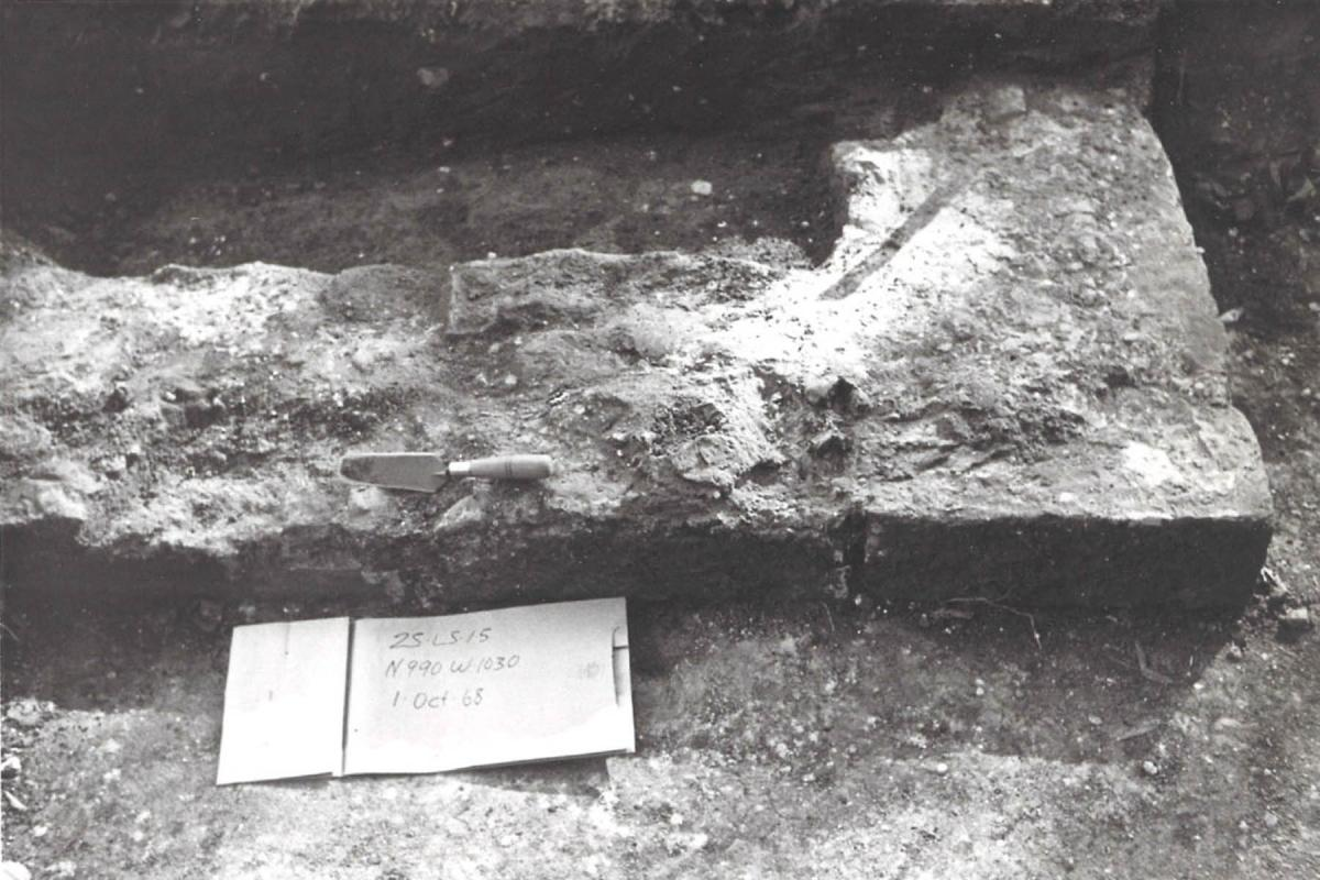 Foundation with trowel at Kennard House 1968, 25LC15-20