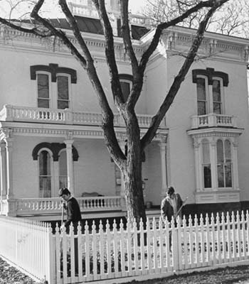 Black and white photo of the Thomas P. Kennard house